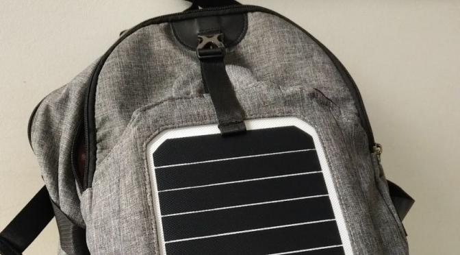 Estuve usando más de un mes una mochila solar y te cuento la experiencia